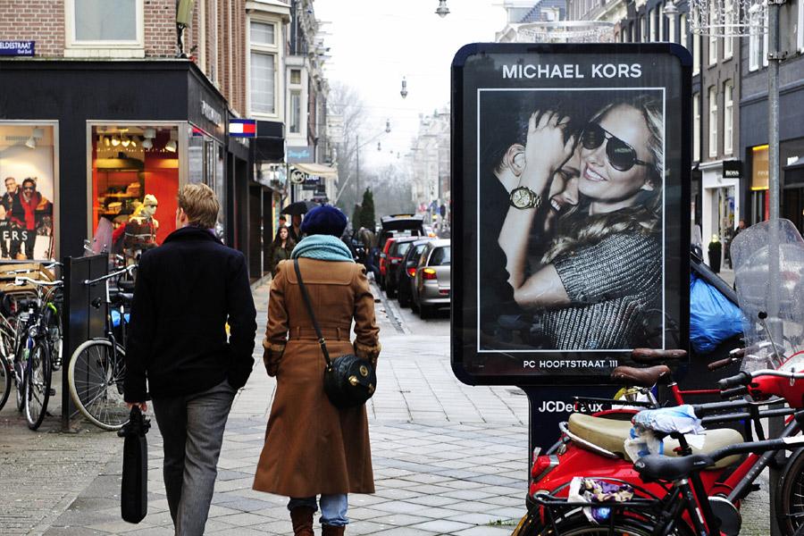 f058822da2b ... P.C. Hooftstraat, zetten ze het populaire merk dat in de Google charts  ook al hoog scoorde, prima op de kaart. De fraaie campagnes en de goede ...