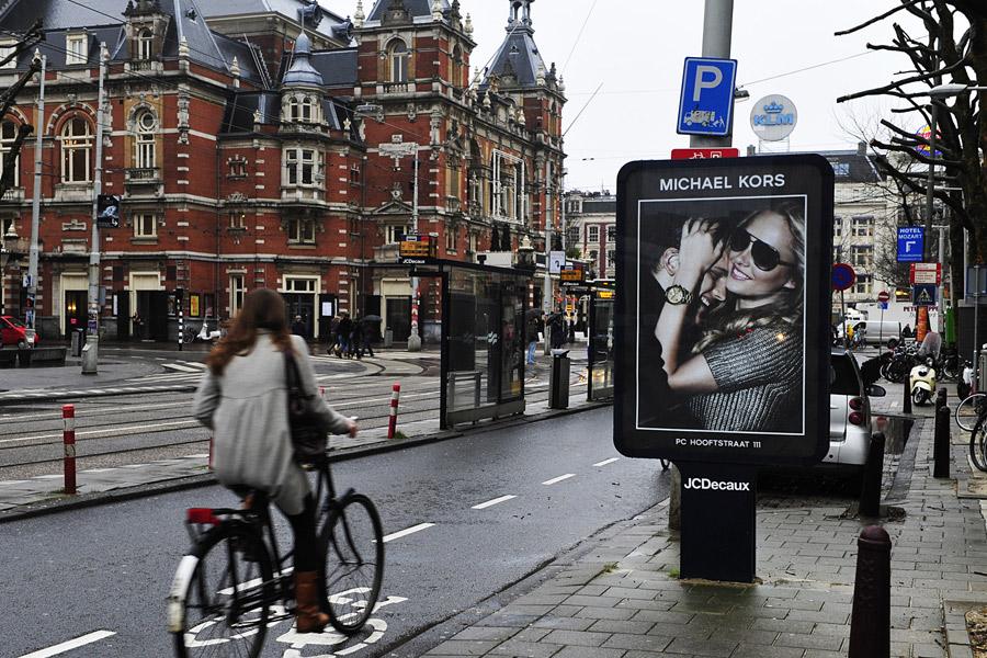 629e4f35df3 ... P.C. Hooftstraat, zetten ze het populaire merk dat in de Google charts  ook al hoog scoorde, prima op de kaart. De fraaie campagnes en de goede ...